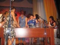 Школа по пиано и забавна песен